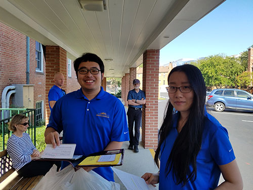 Meals on Wheels Volunteer service Sarah Sun and Chen Xiing